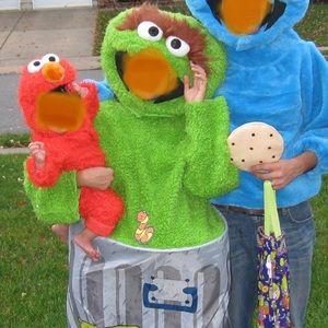 Oscar the Grouch adult Costume. Sesame Street.